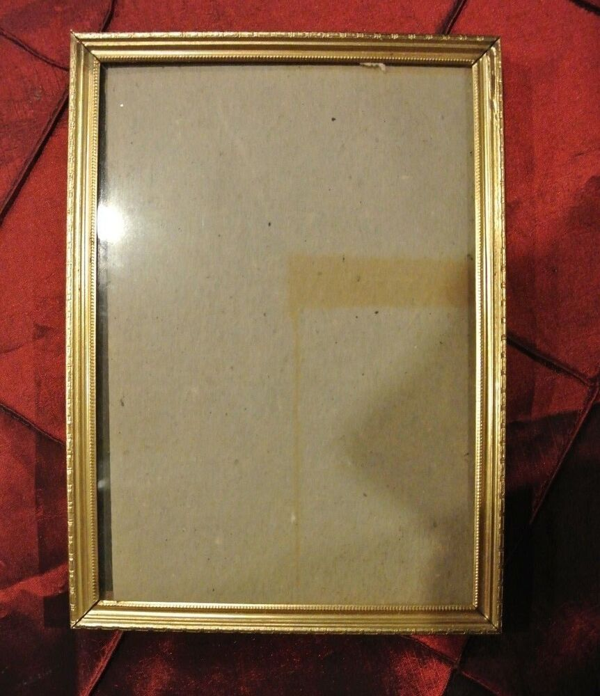 Vintage 7 1 4 x5 1 8 gold color thin metal picture frame for How to display picture frames on a table