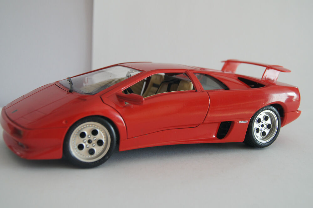 bburago burago modellauto 1 18 lamborghini diablo 1990 ebay. Black Bedroom Furniture Sets. Home Design Ideas