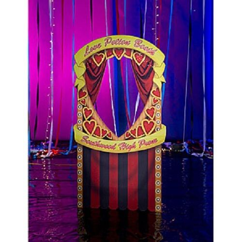 Kissing booth photo stand in party decoration birthday for Decoration stand