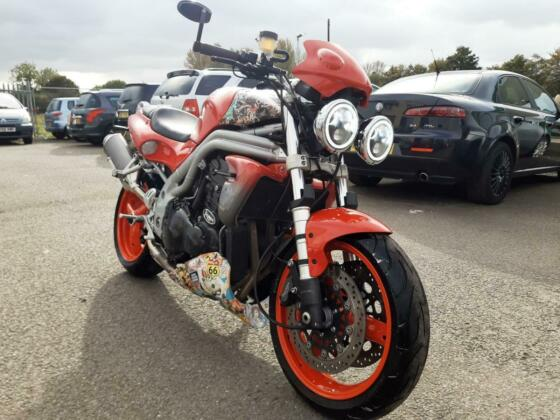 1998 Triumph T509 Speed Triple   885cc   3 cylinders   106bhp   naked  