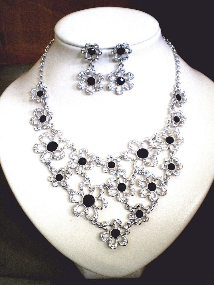 Swarovski Crystal Necklace And Matching Earring Set Ebay