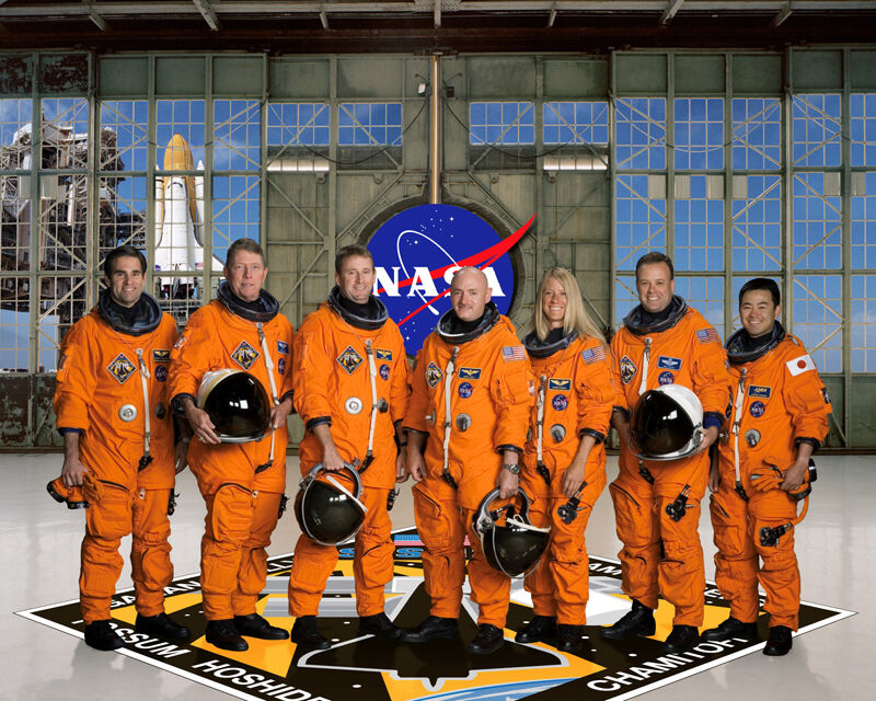 space shuttle discovery crew - photo #1