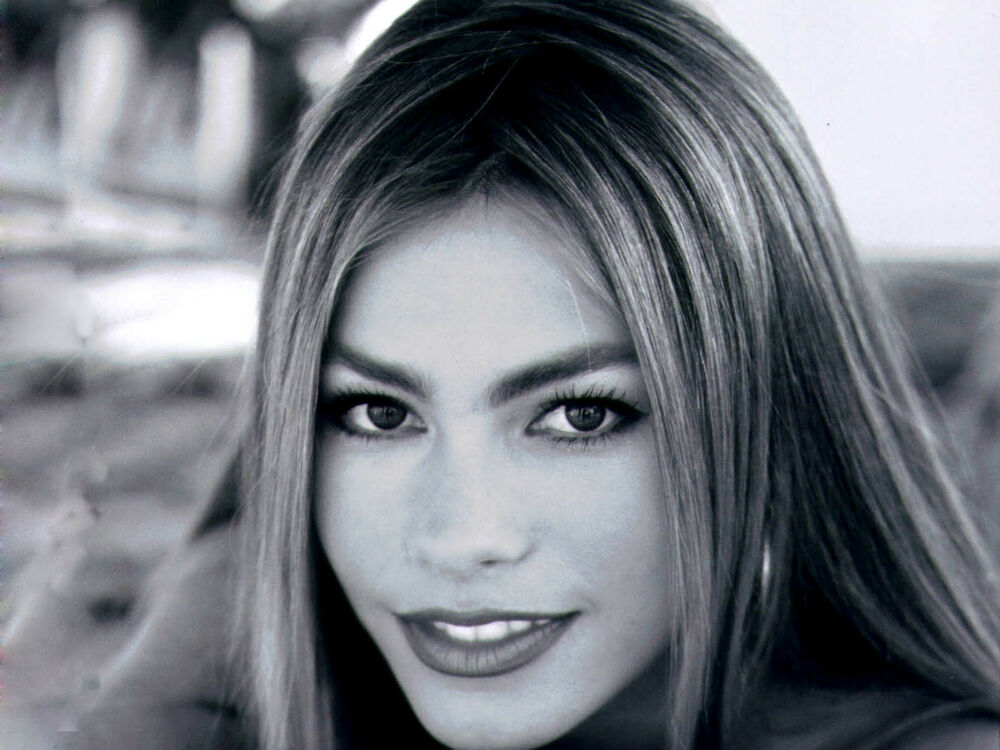SOFIA VERGARA 8x10 PICTURE GORGEOUS YOUNG BLACK AND WHITE ...