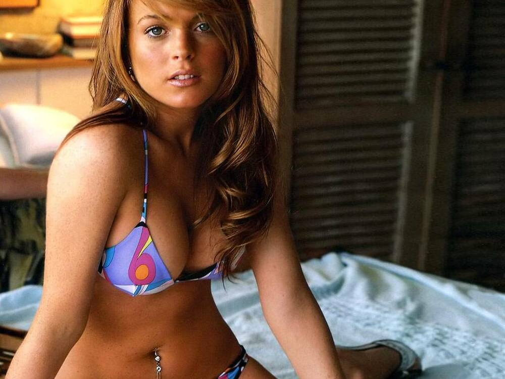 Lindsay Lohan Sexy 8X10 Picture Gorgeous Young Swimwear -3107