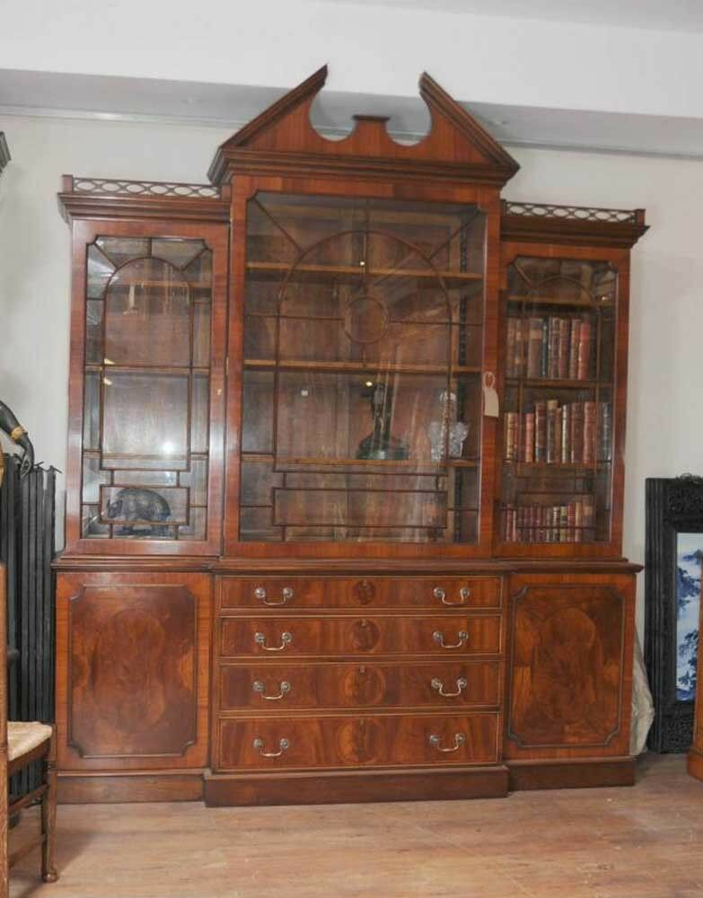 Mahogany victorian breakfront bookcase gothic bookcases for Meuble chippendale