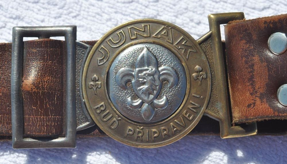 how to put on a boy scout belt buckle