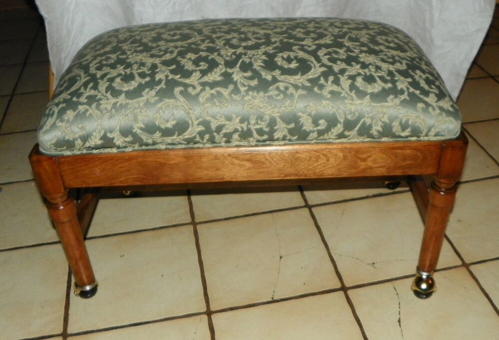 Walnut vanity bench by sligh on casters bm bn24 ebay - Bathroom vanity chair with casters ...