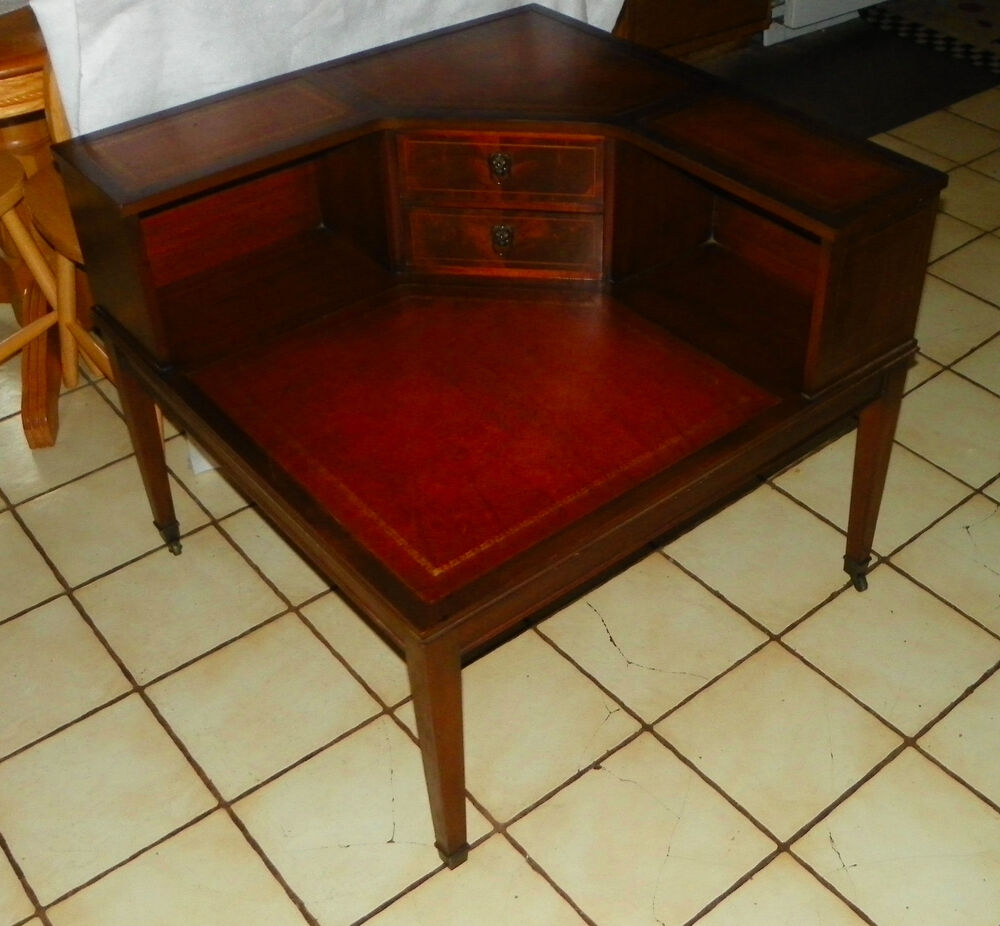 Mahogany Hepplewhite Leather Top Corner Table End Table