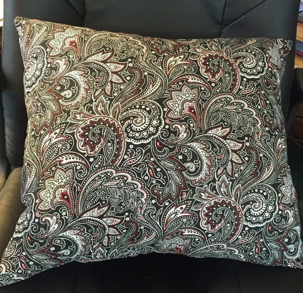 new 15x15 or 16x18 black red   white paisley print