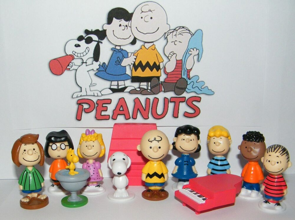 Peanuts Toy Figure Set Of 13 With Snoopy Woodstock Dog