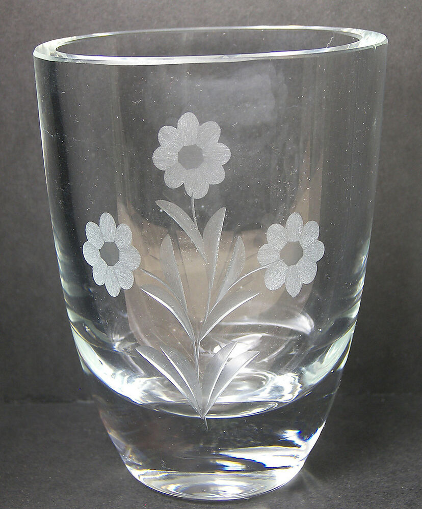 small crystal glass bud vase engraved with flowers ebay. Black Bedroom Furniture Sets. Home Design Ideas