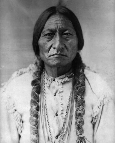 indian chief sitting bull essay Sitting bull sitting bull, whose indian name was tatanka iyotake, was born in the grand river, present-day south dakota in 1831 he was a member of the sioux.