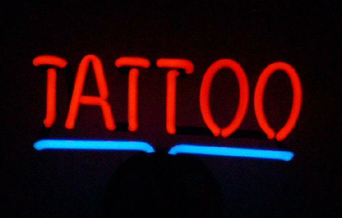 tattoo neonleuchte neon sign leuchtreklame neonreklame. Black Bedroom Furniture Sets. Home Design Ideas
