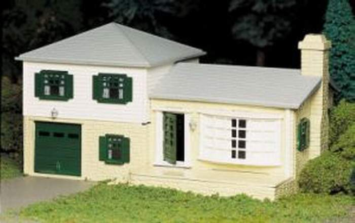bachmann plasticville split level house o gauge building. Black Bedroom Furniture Sets. Home Design Ideas