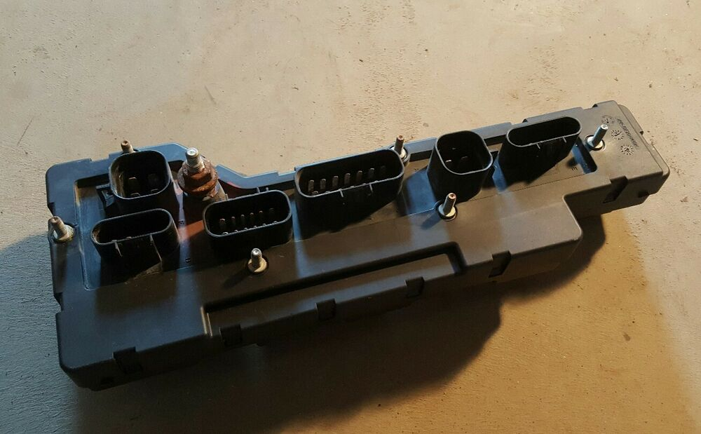 used mack truck 21966655 lower fuse block panel ebay. Black Bedroom Furniture Sets. Home Design Ideas
