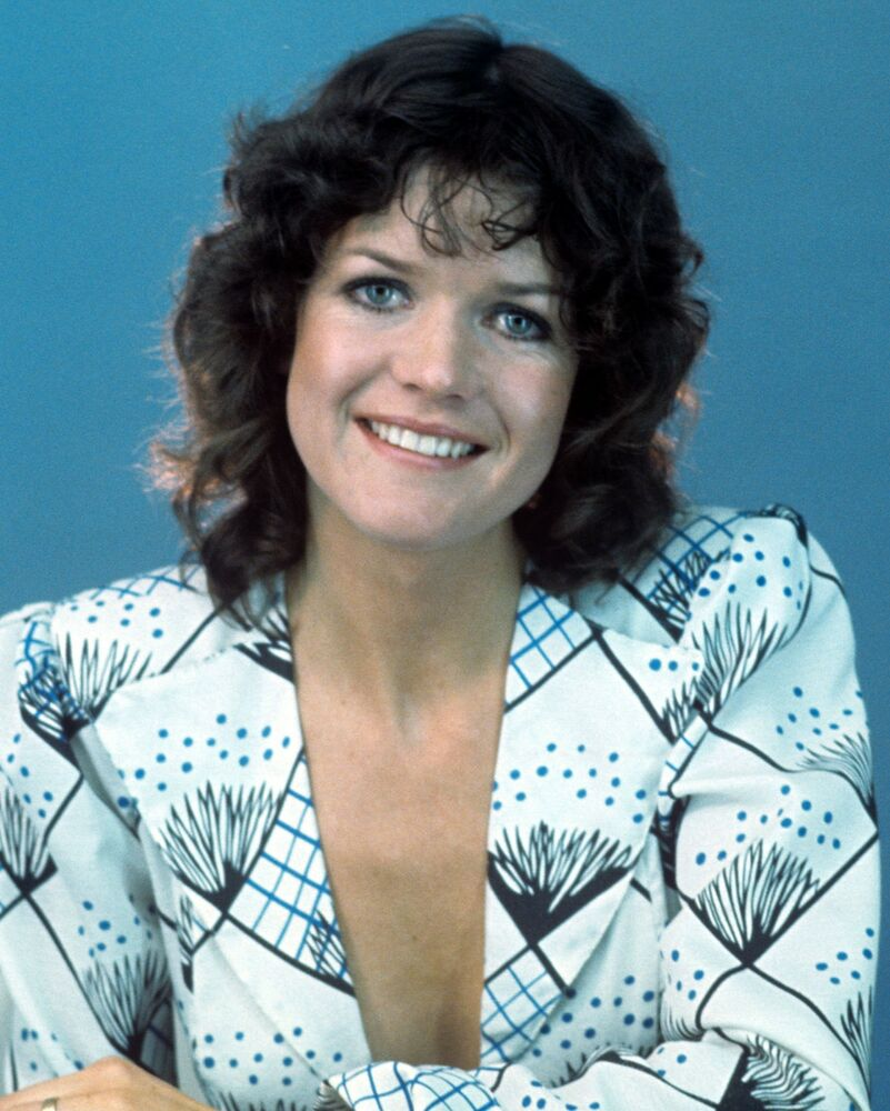Sally Geeson Carry On Films 10 x 8 Photograph no 22   eBay