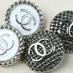 Kyпить Chanel Buttons 4pc CC Silver & White Mixed Lot 4 Buttons AUTH!! на еВаy.соm