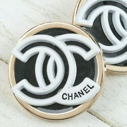 Kyпить Chanel Buttons 2pc CC ????  Black Silver White 23mm Unstamped 2 Buttons AUTH!!! на еВаy.соm