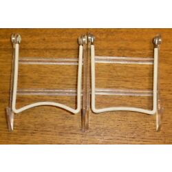 2 Vintage Plastic & Wire Gibson Holders Plate Stands