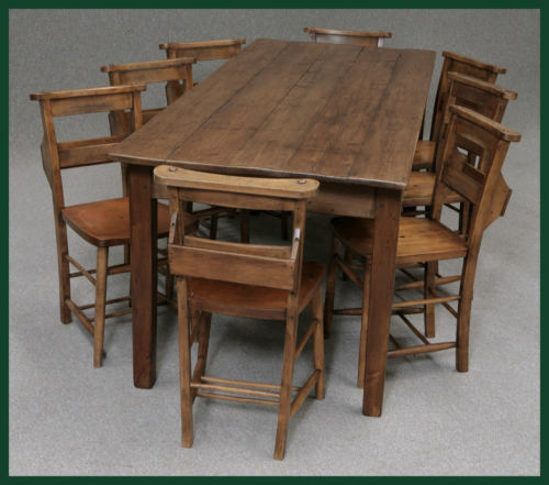 A LARGE 8FT FRENCH FARMHOUSE PINE KITCHEN/DINING TABLE