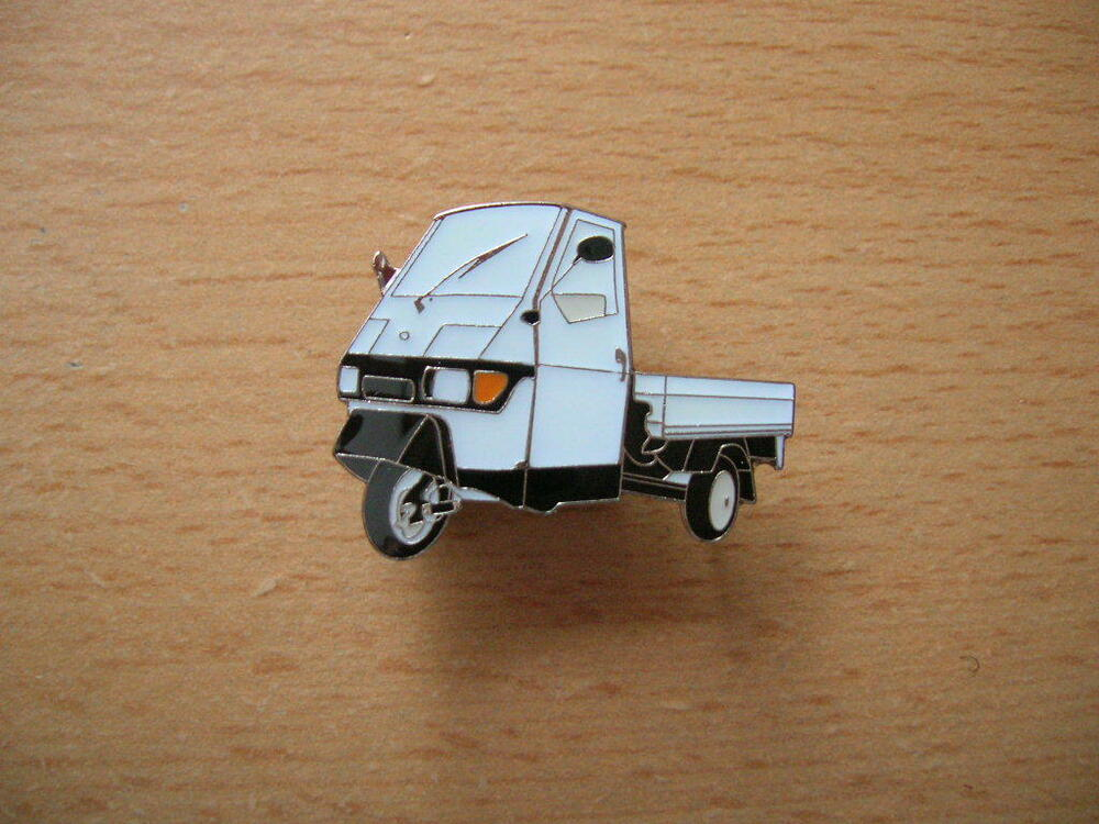 pin anstecker vespa piaggio ape 50 wei white art 1140. Black Bedroom Furniture Sets. Home Design Ideas