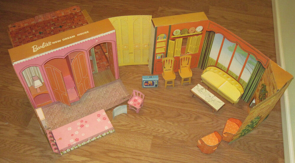 EARLY 1960's VINTAGE CARDBOARD BARBIE'S NEW DREAM HOUSE