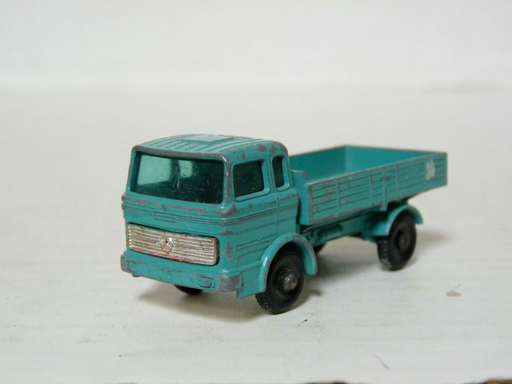 Matchbox lesney 1 1 64 mercedes benz truck diecast model for Mercedes benz truck toys