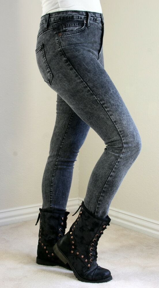 Women's acid wash jeans can be worn in a variety of ways. A bootleg style looks fantastic worn the vintage way, with a loose-fitting t-shirt and leather jacket. Sneakers are the traditional finishing touch, but the right sandals add a touch of glamour, and a bright red lip is essential makeup.