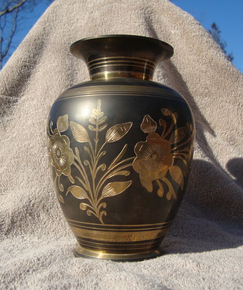 brass vase urn 7 tall hand tooled etched burnished made in india ebay. Black Bedroom Furniture Sets. Home Design Ideas