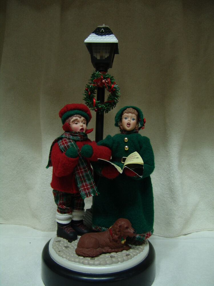 Vintage Musical W Lighted Lamp Post 2 Carolers Amp Dog