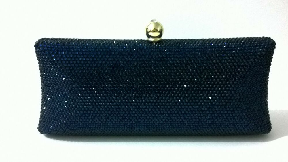 China 'Clutch Bags' Wholesale: Clutch bag is the necessary ornament of a beautiful woman. In wedding, the bride, bridesmaids, and the mothers can pick up their own best clutch bag for their dresses; in formal evening party, every formal women will be for themselves with a decent clutch bag.