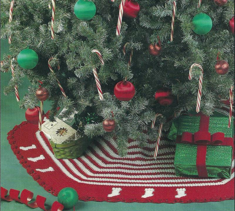 Crochet pattern little stocking tree skirt christmas