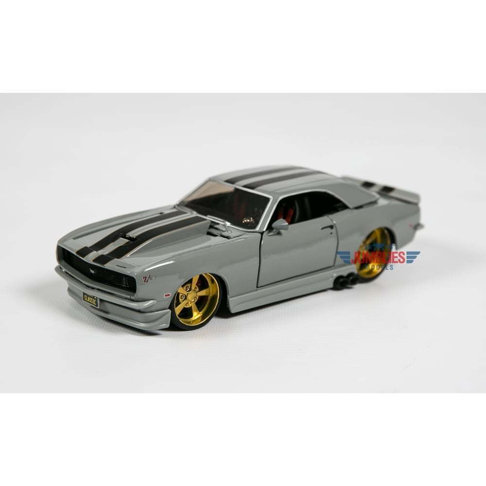 maisto 1968 chevrolet camaro z28 classic muscle 1 24 scale diecast car m32508 ebay. Black Bedroom Furniture Sets. Home Design Ideas
