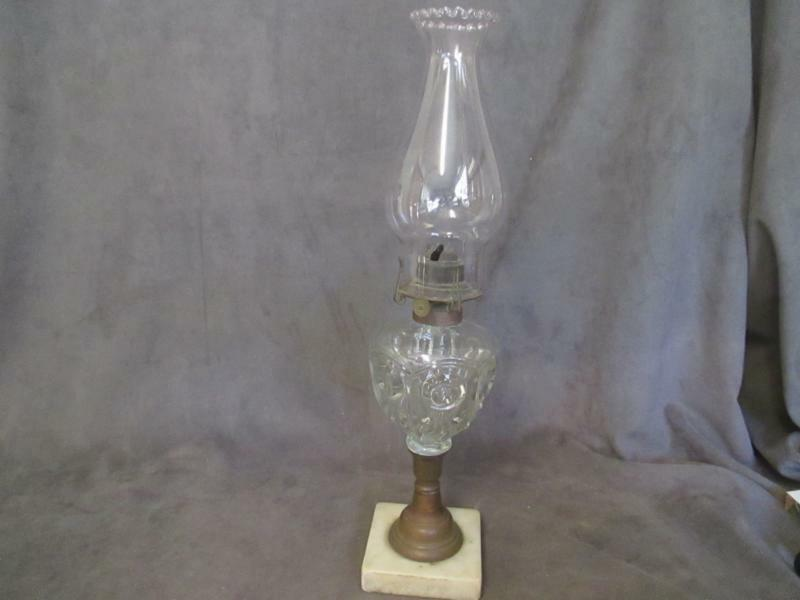 antique oil lamp bullseye & fleur-de-lis marble base - pie crust