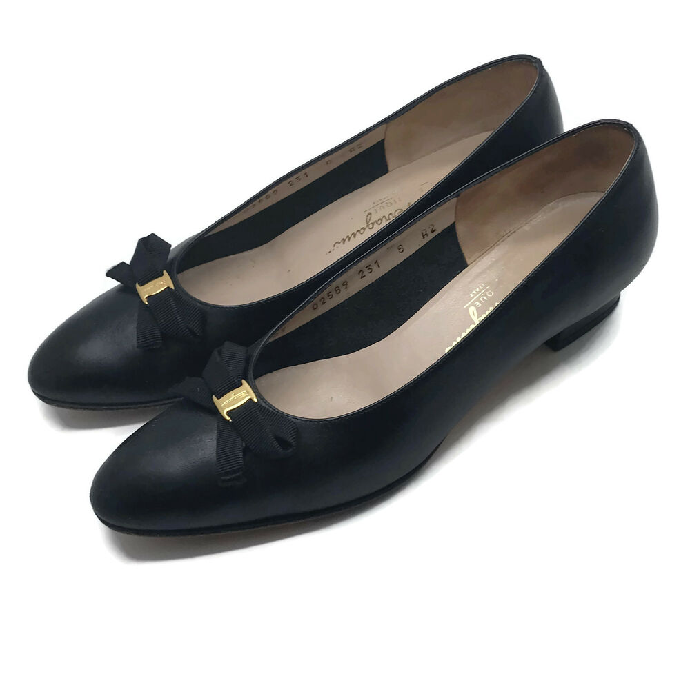 c695b4fc766 Details about Salvatore Ferragamo Italy Womens Vara Black Small Bow Pumps  Low Heels Shoes 8 A2