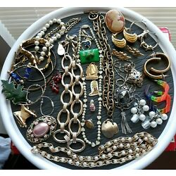 Kyпить 31 Piece Estate Lot of Vintage Costume Jewelry Some Signed All Wearable на еВаy.соm