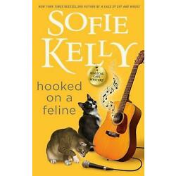 Hooked on a Feline by Sofie Kelly (English) Hardcover Book
