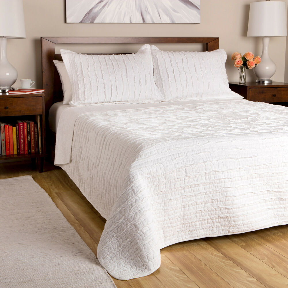 WHITE RUFFLES Full / Queen QUILT SET : COUNTRY COTTAGE
