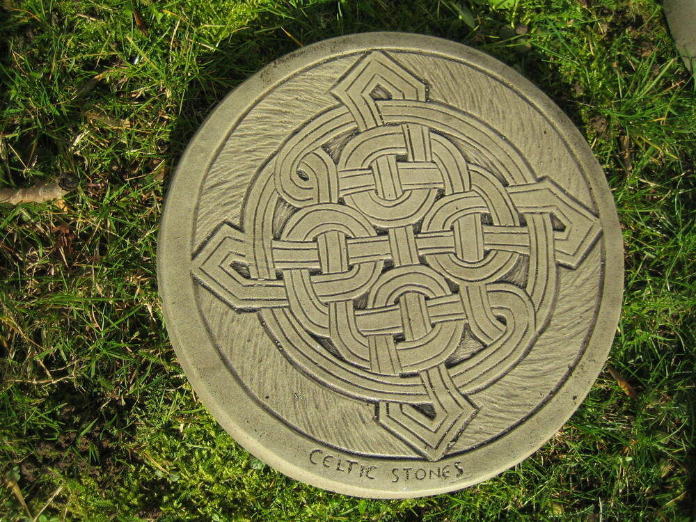 Stepping stone celtic round knot garden ornament Round wooden stepping stones