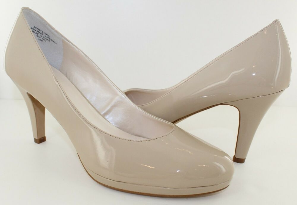 Get the must-have pumps of this season! These Christian Louboutin Beige Nude # Fifi Collection Patent Leather Pumps Size EU (Approx. US ) Regular (M, B) are a top 10 member favorite on Tradesy. Save on yours before they're sold out!