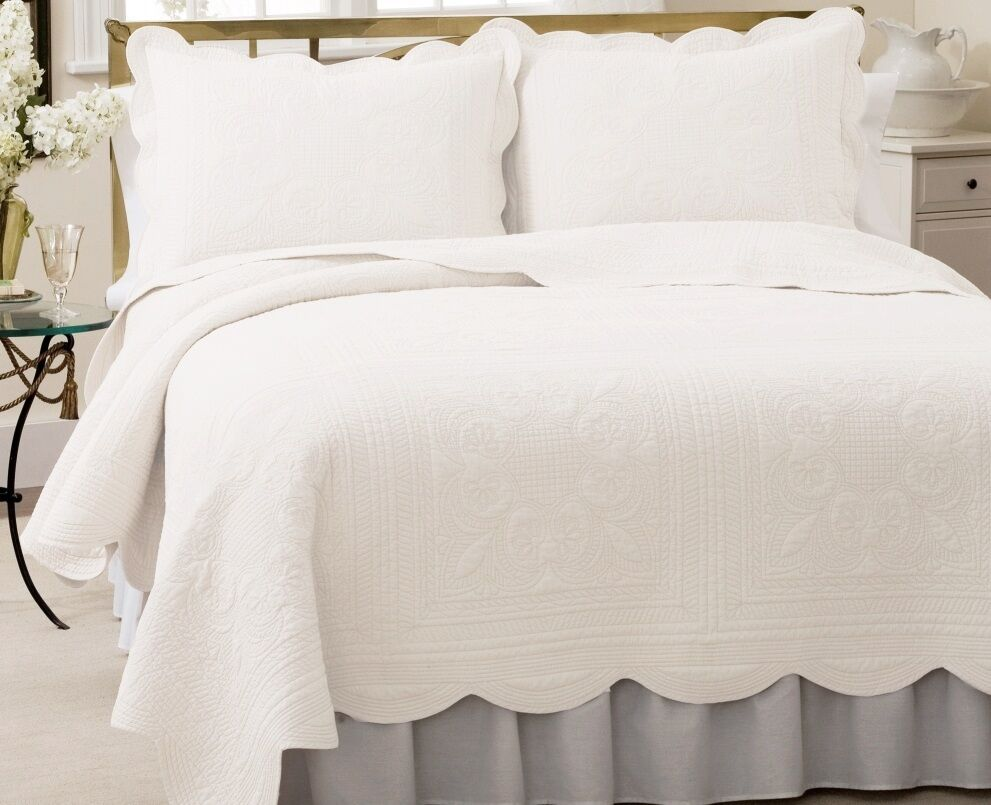 Cottage Bright White Full Queen Quilt Set French