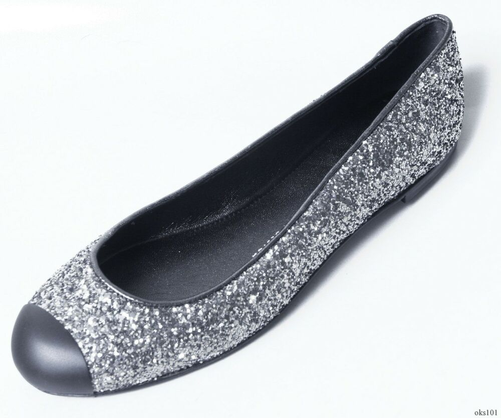 High Heels and Prom Shoes in Silver. Silver shoes are a great way to make the color of your dress pop. By adding silver shoes, any prom dress or homecoming gown can shine. Vamp up a little black dress by adding high heeled silver shoes or silver sandals to your dresses this year.