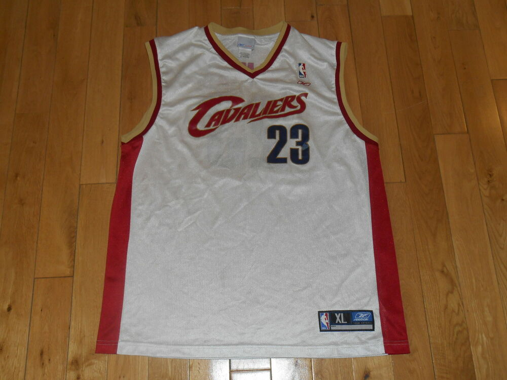 REEBOK LEBRON JAMES WHITE CLEVELAND CAVALIERS MENS NBA TEAM REPLICA JERSEY  Sz XL  0f71a0cac