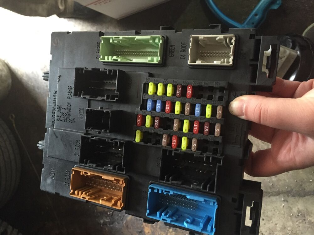 Where Is The Fuse Box Ford Focus 2012 : Ford focus fuse box ebay