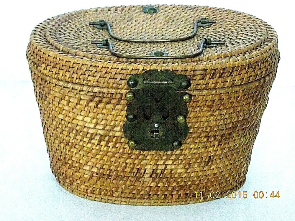 vintage woven wicker sewing basket decorative brass handles clasp hinges ebay. Black Bedroom Furniture Sets. Home Design Ideas