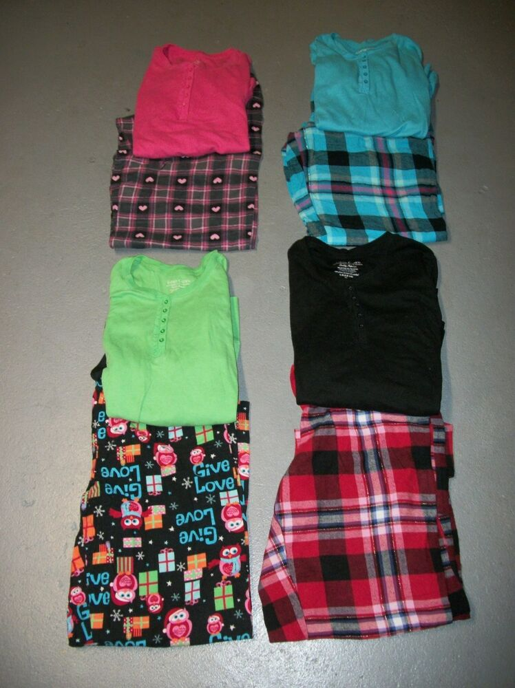 You'll be comfy and cozy in this long-sleeve thermal top and printed pajama set. Top has a 30