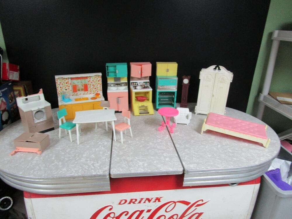 Large vintage lot of 1960 39 s barbie dream house kitchen for Dream house days furniture