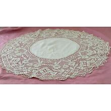 HEAVENLY VINTAGE ANTIQUE ROUND LINEN TABLE MAT DOILY WITH BOBBIN LACE SS184