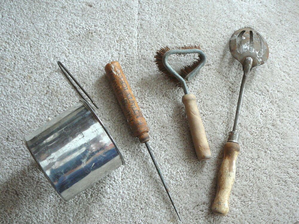 Details About LOT Of 4 Vintage KITCHEN UTENSILS   SIFTER   BRUSH   SLOT  SPOON   ADV ICE PICK