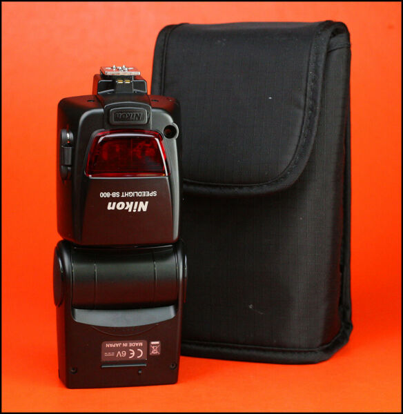 Nikon SB-800 Speedlite Swivel & Tilt Portable Flash / Flashgun -Nikon DSLR +Case